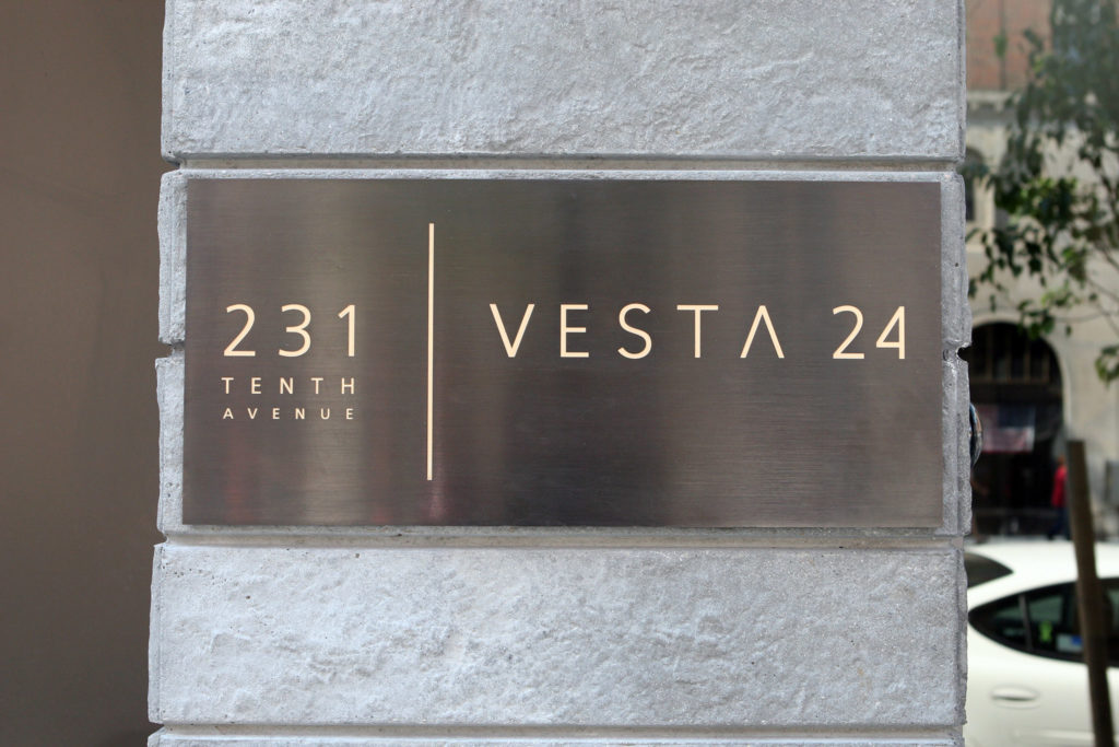 DD_Vesta24_Sign